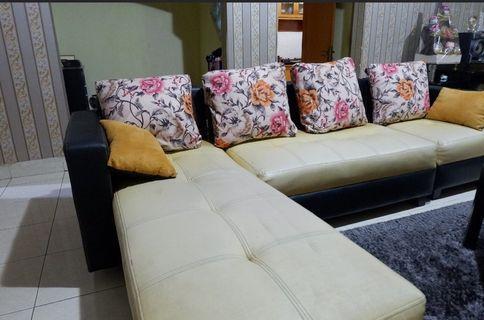 Sofa 4 dudukan + bantal bunga