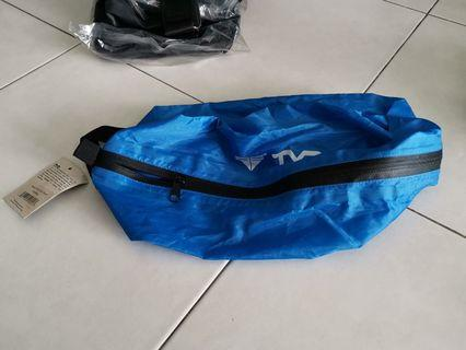 🚚 Tyr brand new shoe bag