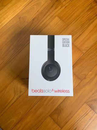 Beatssolo 3 headphones