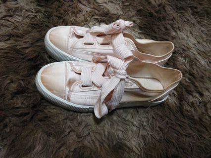 Divide H&M pink shoes