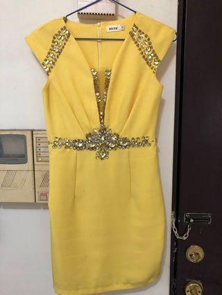 🚚 黃色洋裝