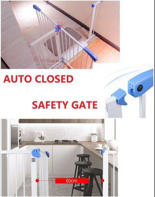 🚚 Auto-Closed SAFETY Gate with FREE* Delivery and INSTALLATION*