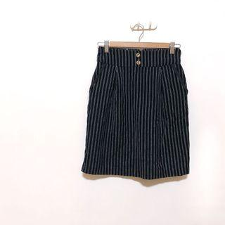 🚚 日牌 MAJESTIC LEGON 深藍直紋高腰修身絨面及膝裙 正式休閒穿搭都可以