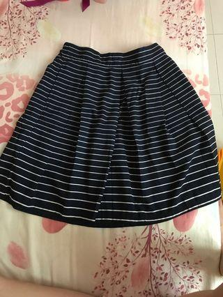 Striped pleated skirt with pockets
