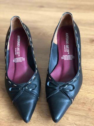 Antonia Muzi black leather pumps heels  #ENDGAMEyourEXCESS