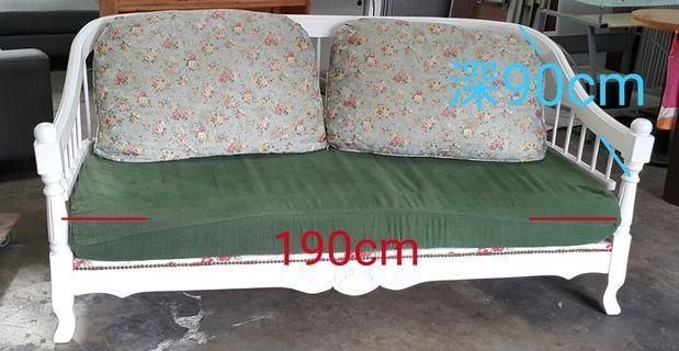 典雅白色實木沙發