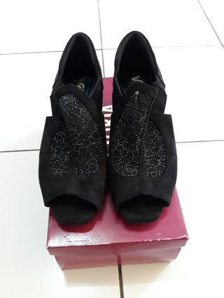 Sepatu Victoria hitam
