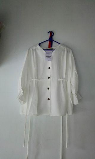 Blouse putih ada womans size M