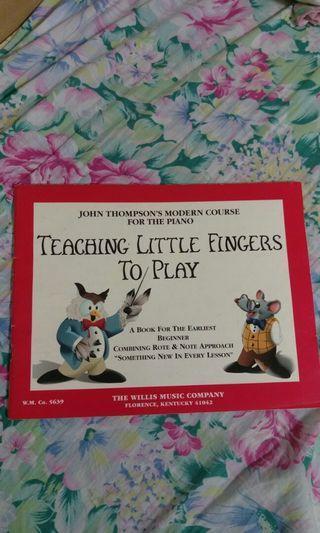 二手琴書 TEACHING LITTLE FINGERS TO PLAY