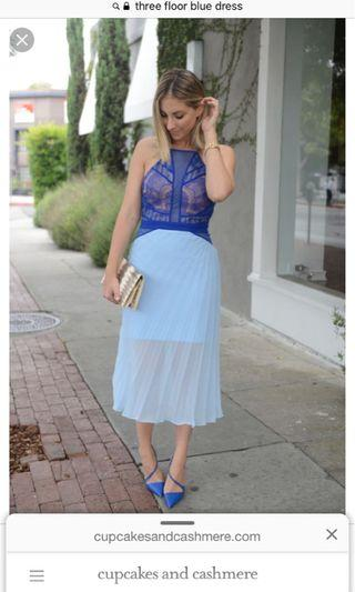 🚚 Three Floor delicate lace blue dress