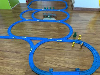 Thomas train tracks with Ffarquhar station