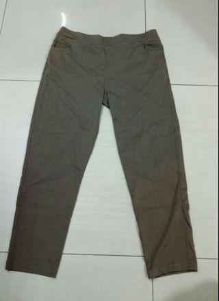 🚚 台灣製造男生咖啡色彈性9分褲,適合32-34腰