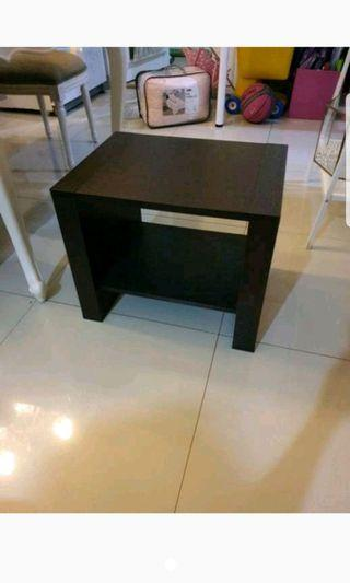 Meja samping side table
