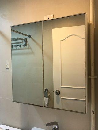 洗手盆上的鏡櫃 mirror cupboard above basin