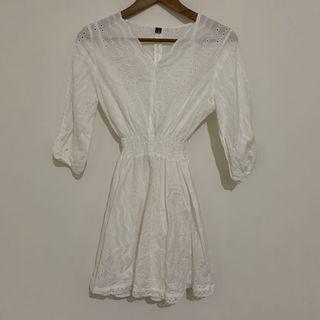 🚚 二手-白色蕾絲洋裝