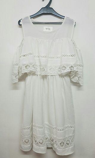 Made in Korea 白色 露肩通花連身裙