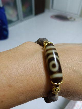 2eyes Zdi beads bracelet with Sandal woods beads very nice / clear beads fast buyer price will discount from Tibet