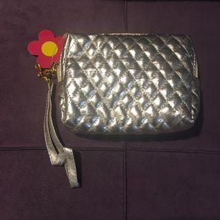 🚚 銀色淩格紋化妝包手拿包多用途小包
