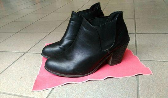 現貨🍁率性百搭的黑短靴☕
