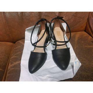 🚚 黑色交叉綁帶跟鞋23