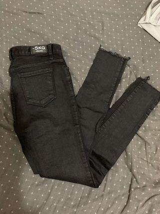 chuu黑色牛仔褲
