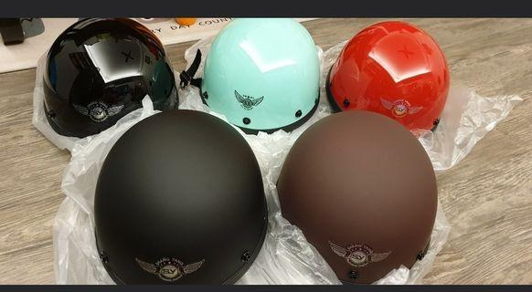 Cute helmets for yr ridez...