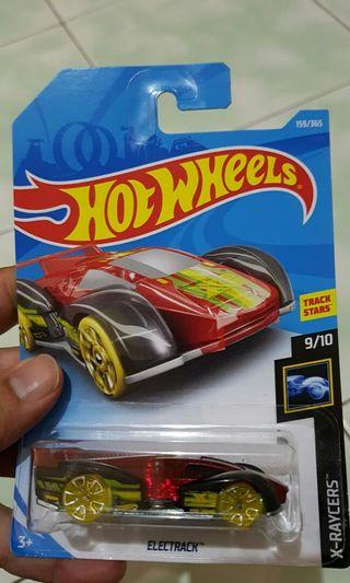 Diecast hot wheels electrack