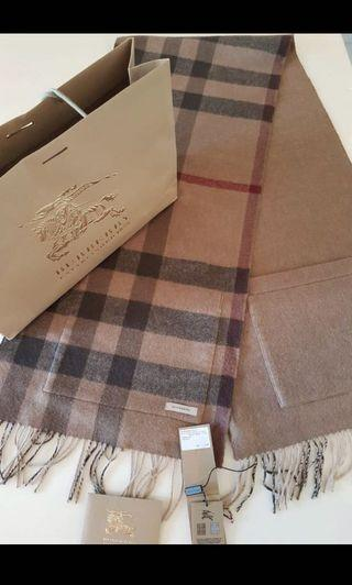 Burberry Helene Cashmere Wool Pocket