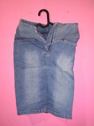 rok jeans selutut knee length