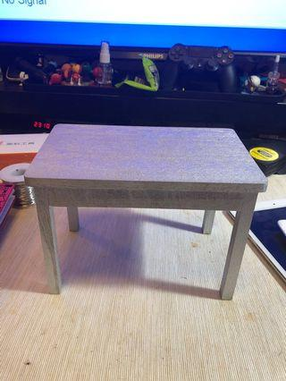 🚚 1/6 scale wooden table for figure display.