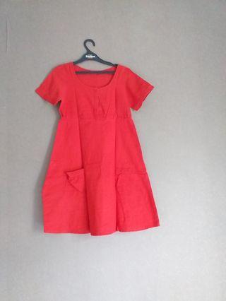 Dress graphis merah