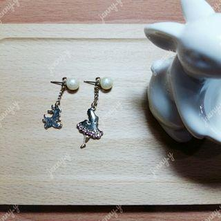 🚚 日本製 | Alice on Wednesday 愛麗絲夢遊仙境剪影珍珠針式耳環 (全新) Alice in Wonderland