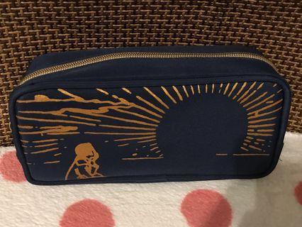 Agnes b 化妝袋 深藍色拉鏈袋8.5cm濶,3.5cm高,內有兩個細袋仔