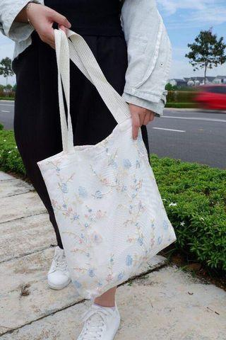 🚚 Cute Lovely Tree Inspiration Embroidery Tote Bag