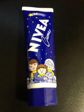 全新日本🇯🇵 Nivea Creme《櫻桃小丸子》50 周年限定版50g