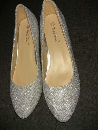 Sepatu silver glitter hak pendek