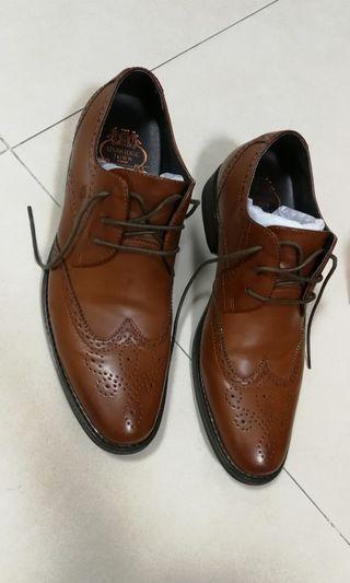 啡色花紋圖案內增高皮鞋