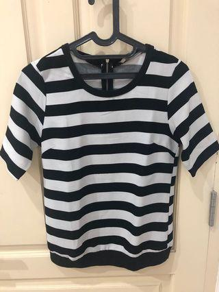 Moscato atasan hitam putih stripe size S