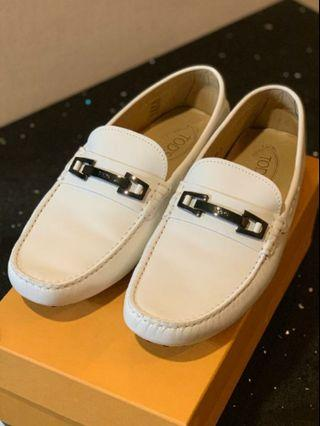 Tod's LOAFERS IN LEATHER