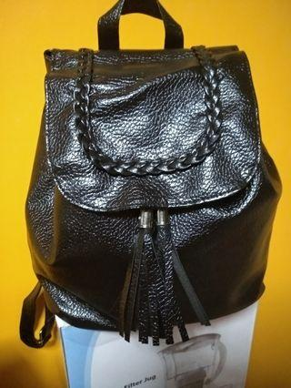 🚚 Black bagpack