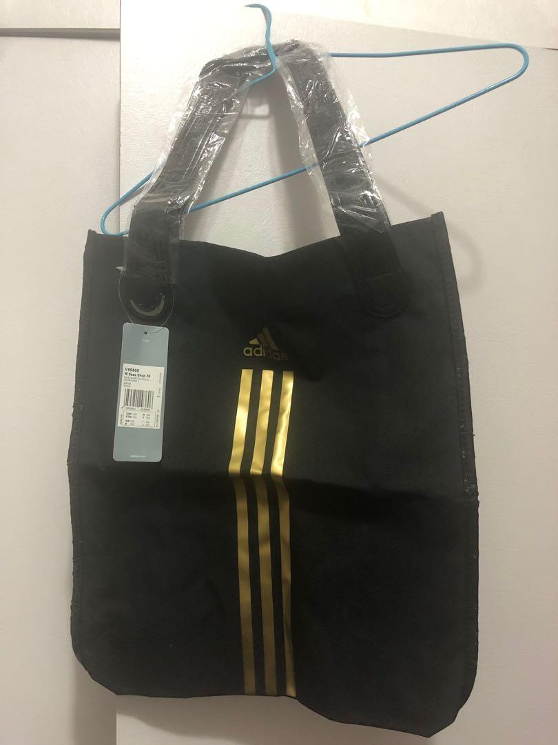 Adidas toe bag 100% new.
