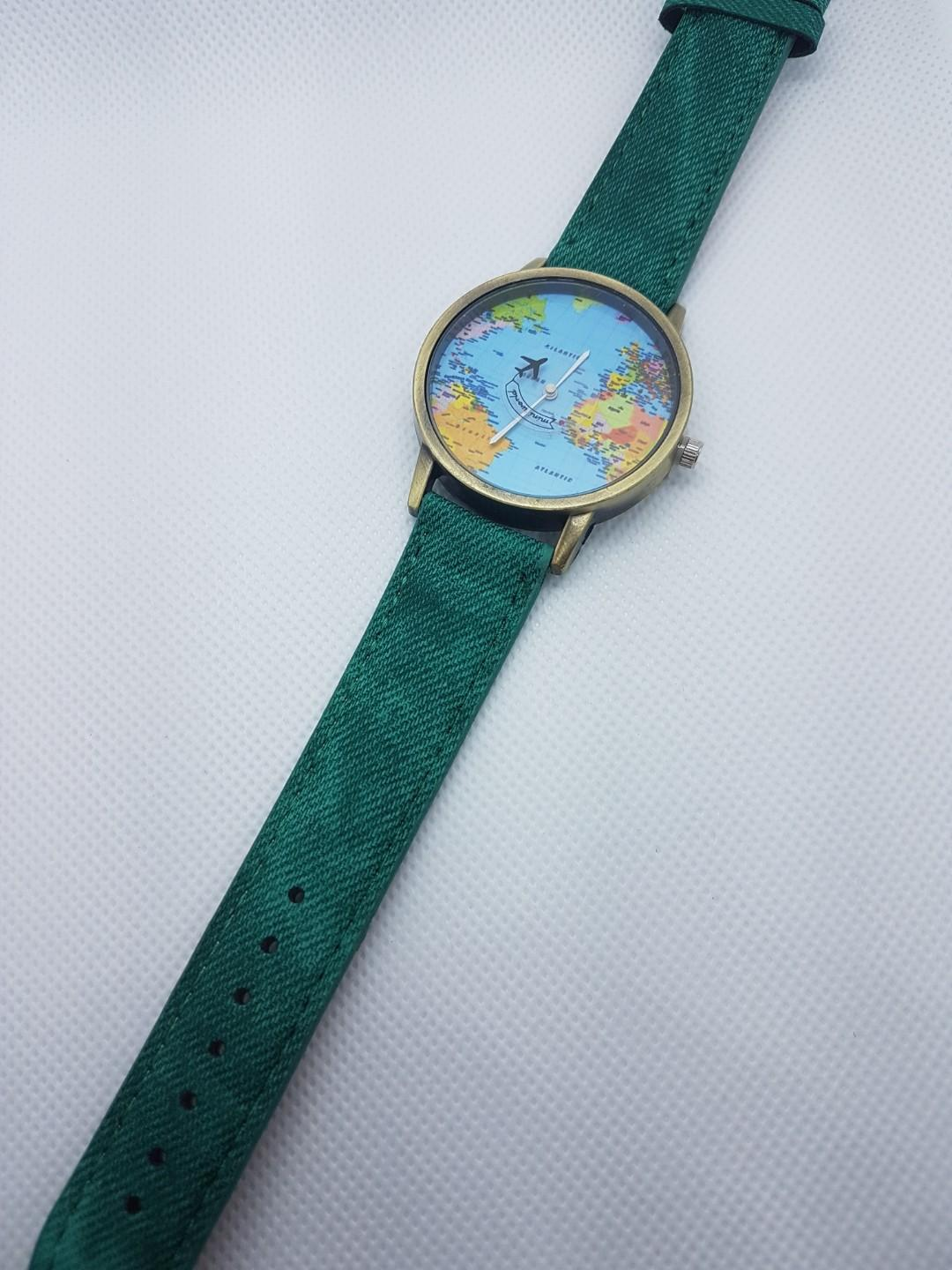 Around the world: Map watch with moving plane Green Strap ⌚ ✈