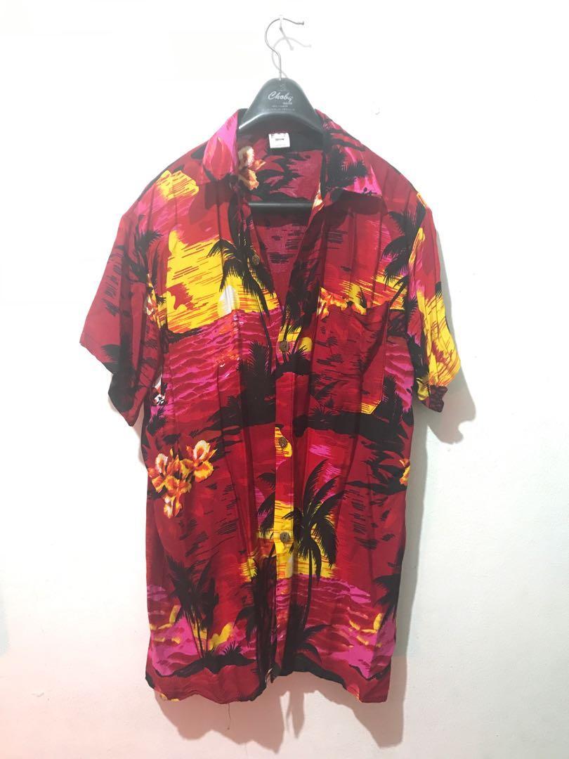 Kemeja Hawaii Merah