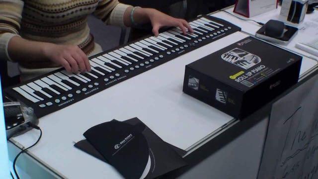 Konix 88 Key Flexible Roll-Up Dogital Electronic Portable Keyboard Piano W/Pedal