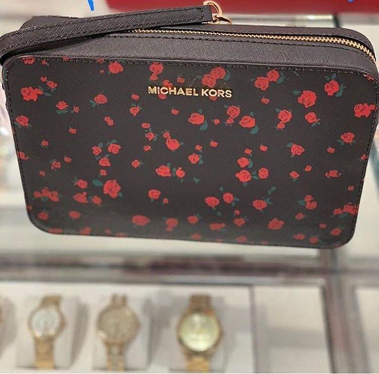 Micheal Kors Jet Set Travel Large East West Rose Promted Crossbody in Black/Red