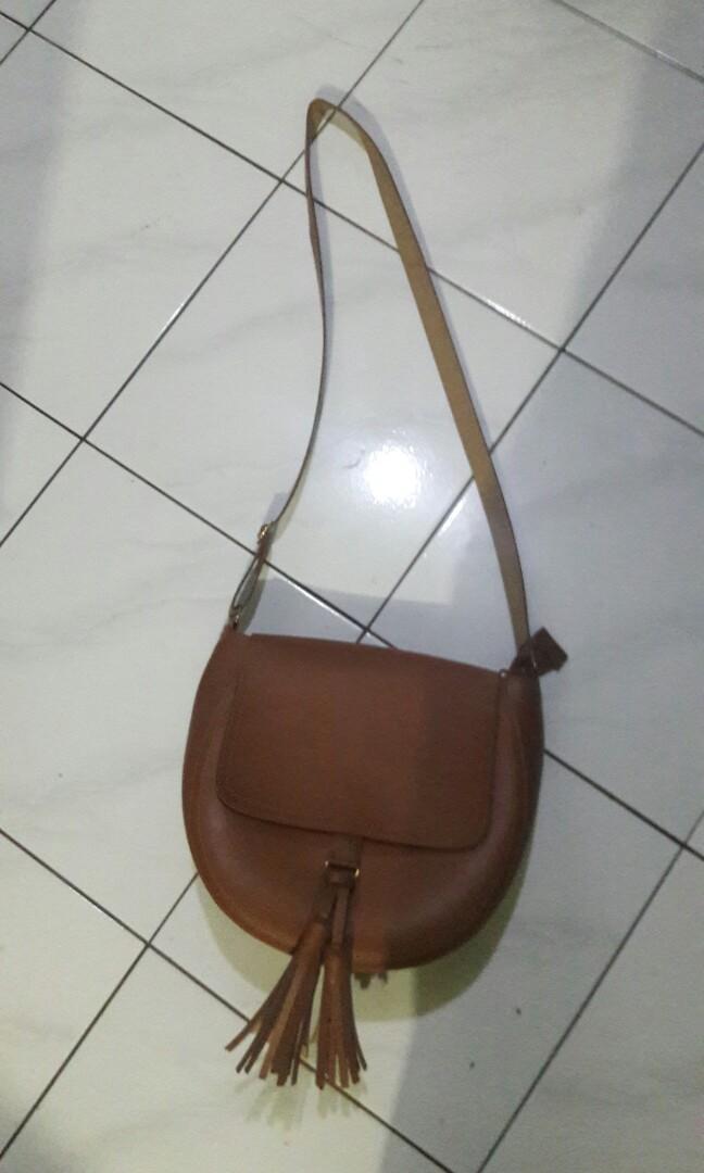 Tas selempang warna cokelat