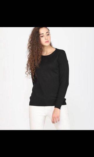 Black Sweater / Sweater Hitam