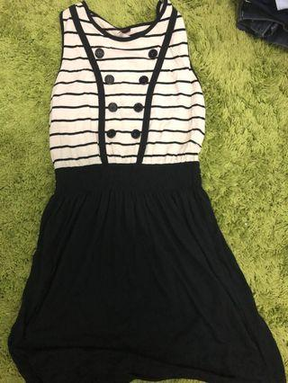 Dress sleeveless garis garis