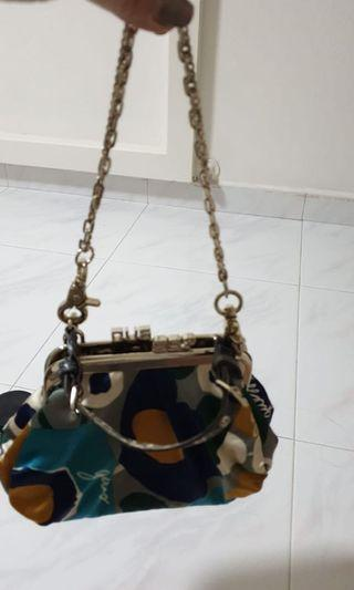 🚚 Guess Handbag - Authentic