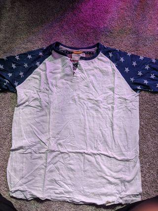 Men's white and blue t-shirt
